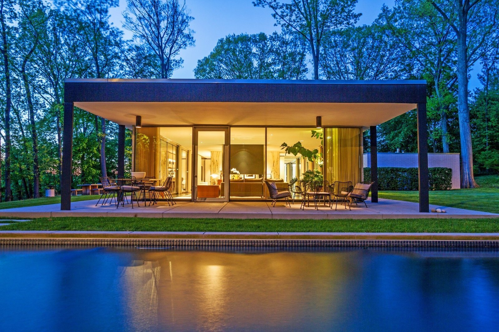 A Renovated, Midcentury Glass-and-Steel House in New York Asks ...