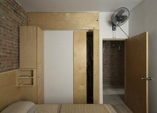 This Compact Apartment in NYC Is Full of Crafty Solutions - Photo 13 of 18 -