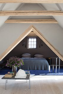 In addition to an ensuite main bedroom, the mezzanine floor sleeps two in a cozy sleeping nook.