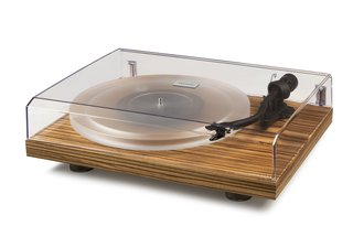 Why the Crosley C20 Turntable Should Be on the Design and Music Lover's Wish List - Photo 3 of 4 -
