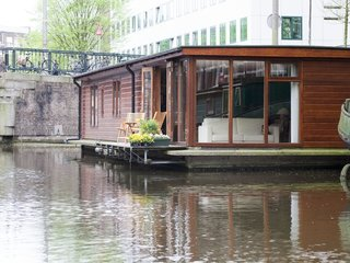 Rent Out One of These Cool Houseboats or Floating Homes - Photo 3 of 13 -