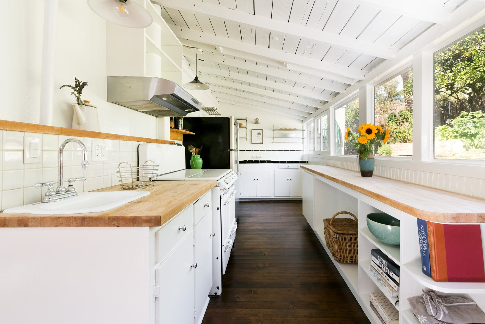 Photo 6 Of 12 In House Of Cards Actor Molly Parker S Echo Park Bungalow Goes For 899k Dwell