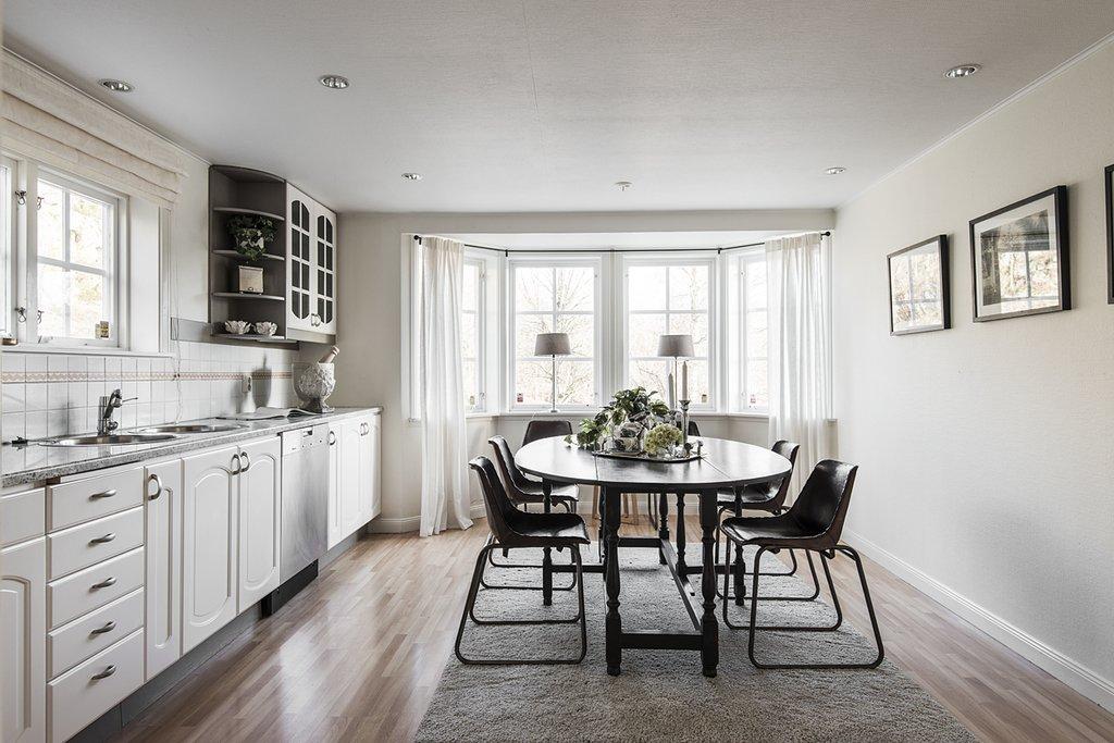 Dining, Rug, Medium Hardwood, Lamps, Table, Recessed, Chair, and Table  Best Dining Lamps Rug Table Chair Photos