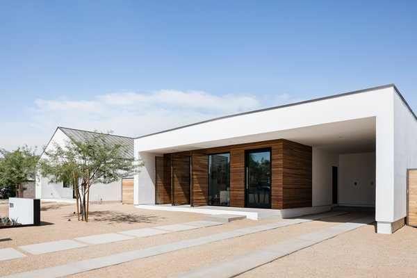 In Arizona, a Modern Cube and Tumbledown 1930s Shack Make an Unlikely Couple