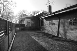 Midcentury Mashup: A 1950s Ranch House in Chicago Gets a Palm Springs-Style Butterfly Roof - Photo 4 of 15 -