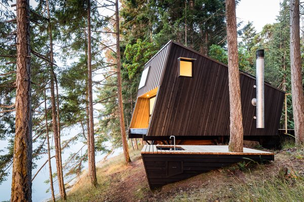 An Angled Cabin in British Columbia Makes an Ideal Island Retreat
