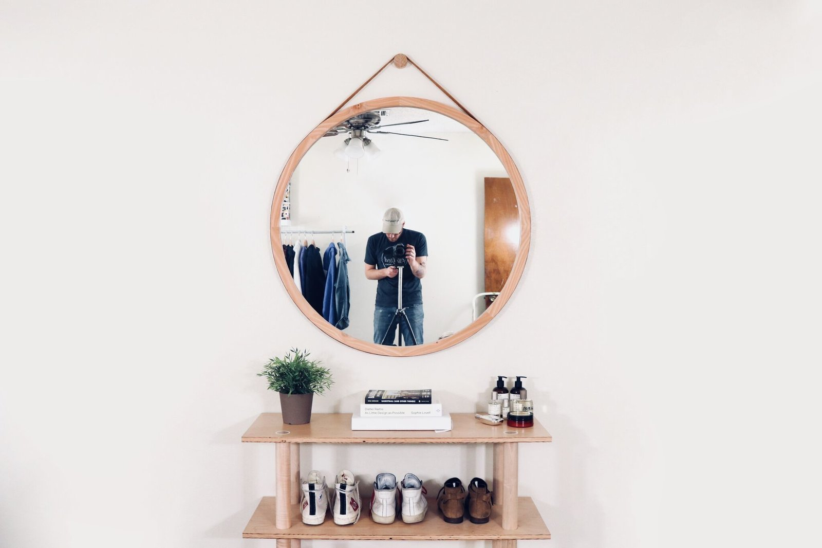 Dwell Made Presents Diy Round Wall Mirror With Leather Strap