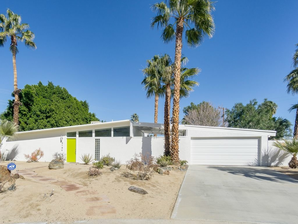 Exterior, House Building Type, and Mid-Century Building Type  Racquet Club North House With a Citrus-Colored Door