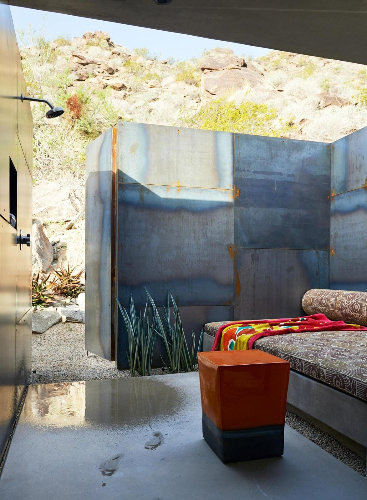 Outdoor, Hardscapes, Boulders, and Shower Pools, Tubs, Shower  On the Rocks