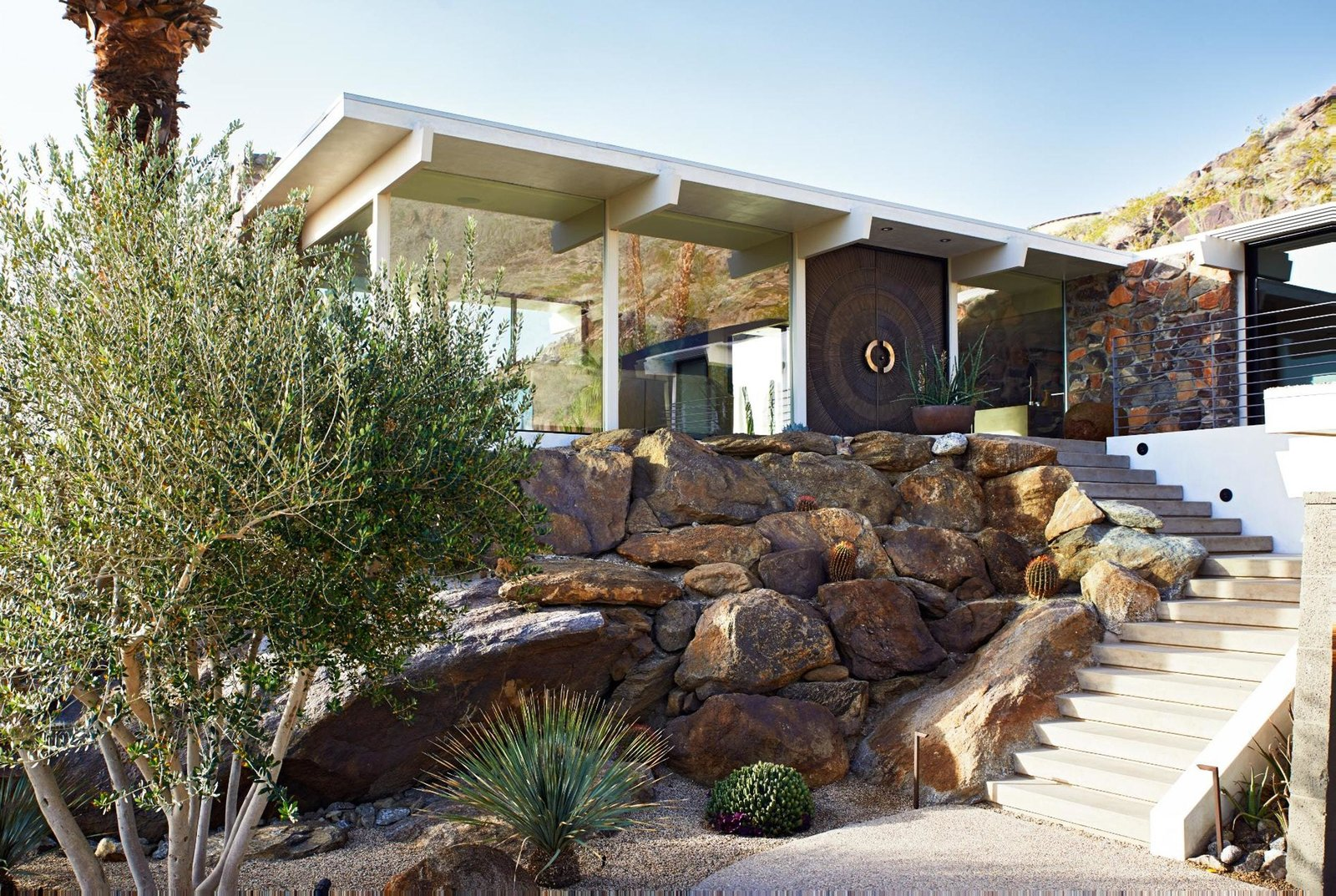 Exterior, Flat RoofLine, Glass Siding Material, House Building Type, and Mid-Century Building Type  On the Rocks