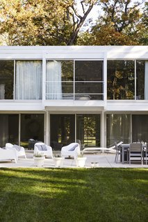 Once Covered in Mold, a Midcentury Gem Outside Chicago Is Reborn - Photo 13 of 15 -