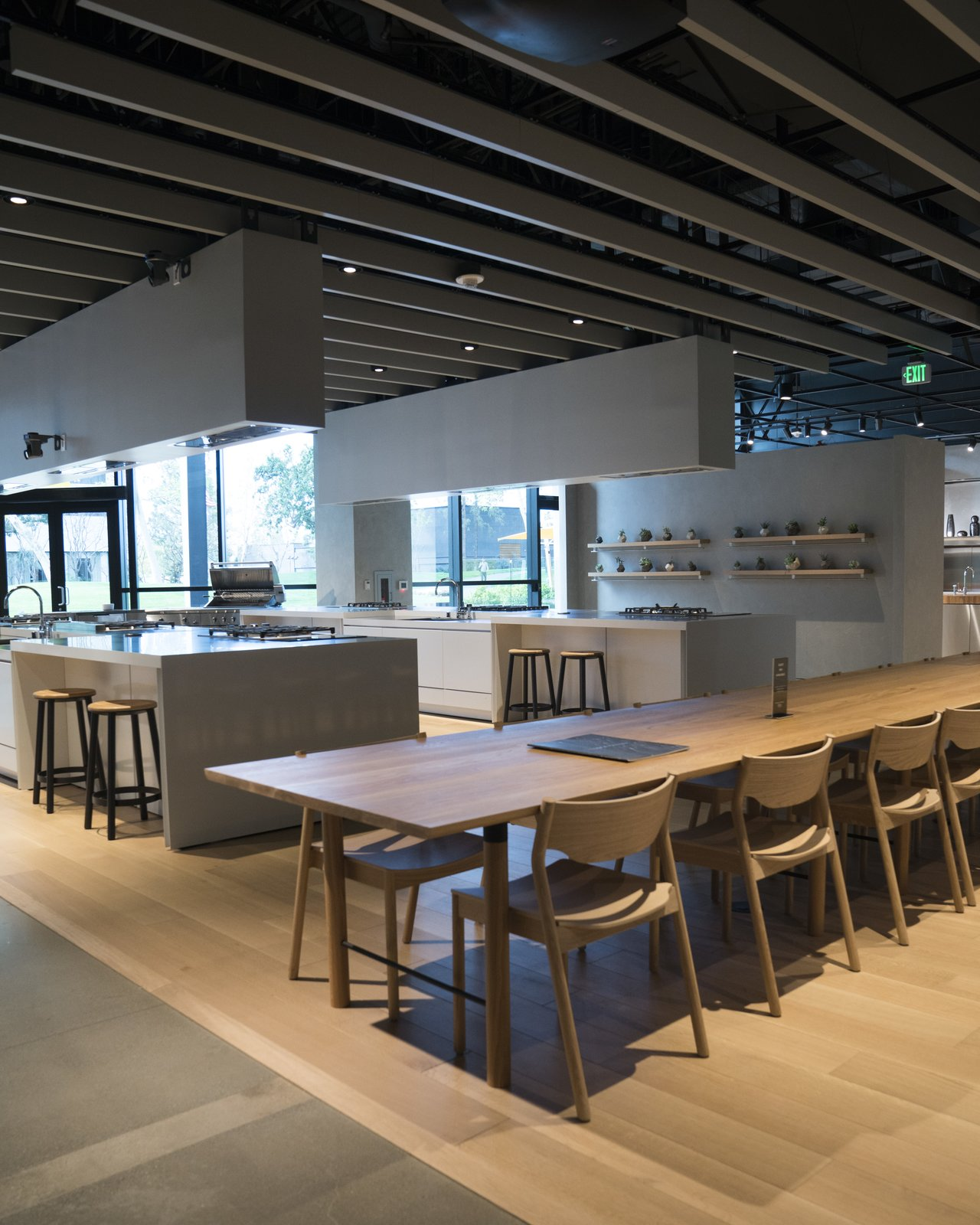 The space is designed to create human experiences. The Social Kitchen is where visitors can relax and truly feel at home, while enjoying a meal with the showroom team over thoughtful conversation.