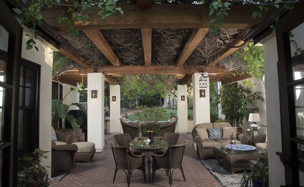 This Stunning Redwood Pergola Brings Classic Charm to its Hollywood Hills Home