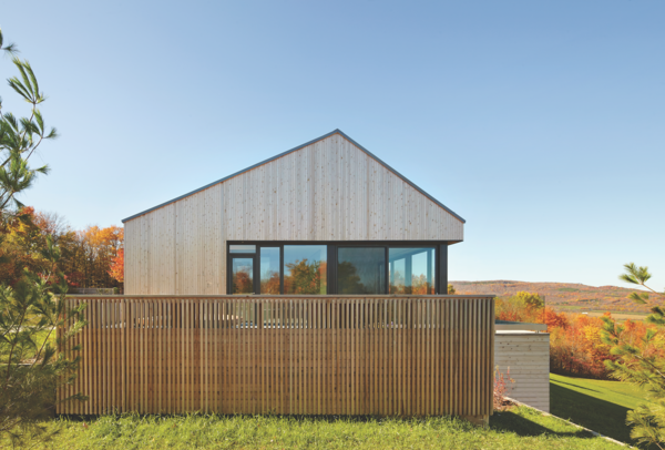 An eco-friendly building material, Western Red Cedar was a suitably environmentally conscious material for the home.