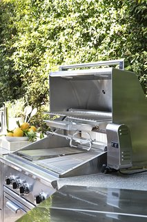 """When designing the grill, the Fisher & Paykel team focused on style and design just as much as they did performance. """"From a design perspective, it's all about elevating the style of the house,"""" says Dexter. """"The grill delivers the full package of beauty, brains, and brawn."""""""