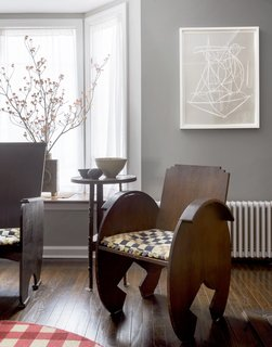 The living room features a pair of 1920s chairs by Hungarian-born New York designer Ilonka Karasz.