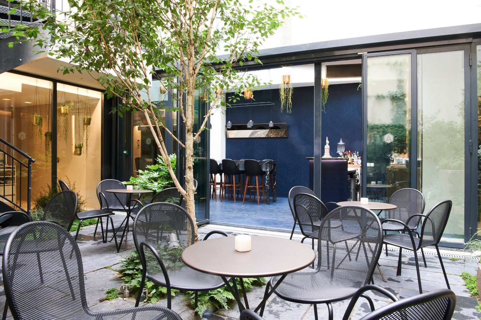 Outdoor, Small Patio, Porch, Deck, and Trees  Amastan Paris