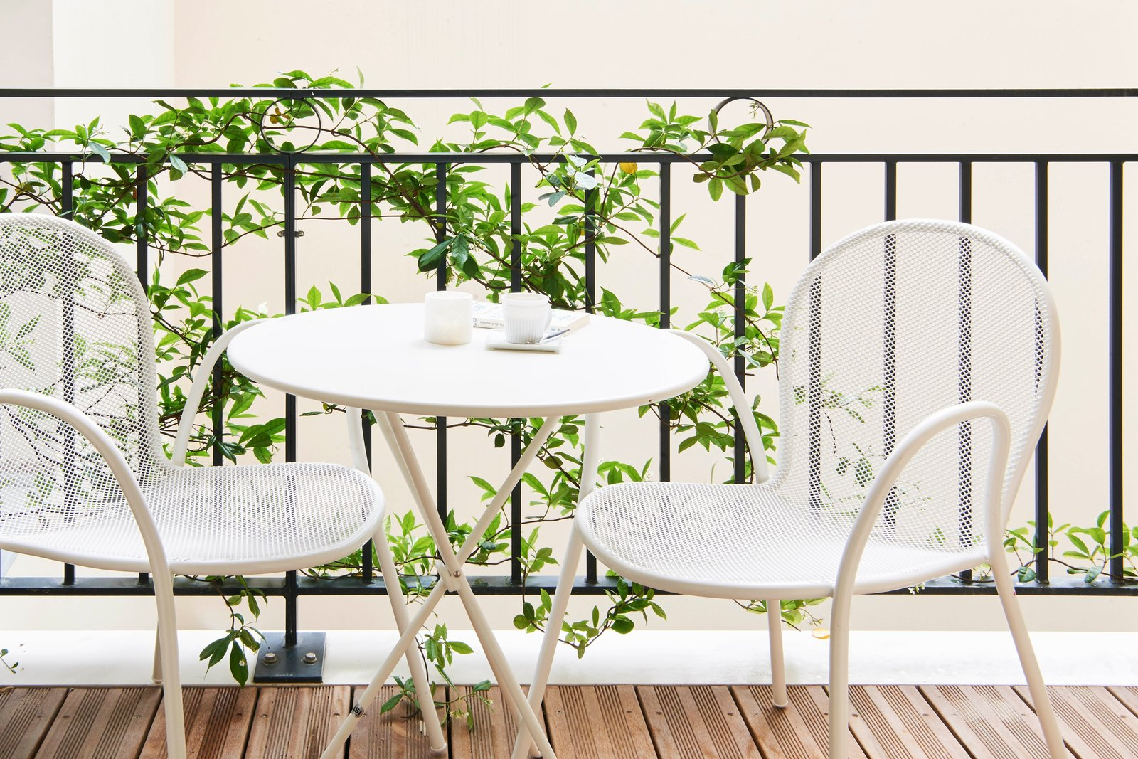 Outdoor and Small Patio, Porch, Deck  Amastan Paris