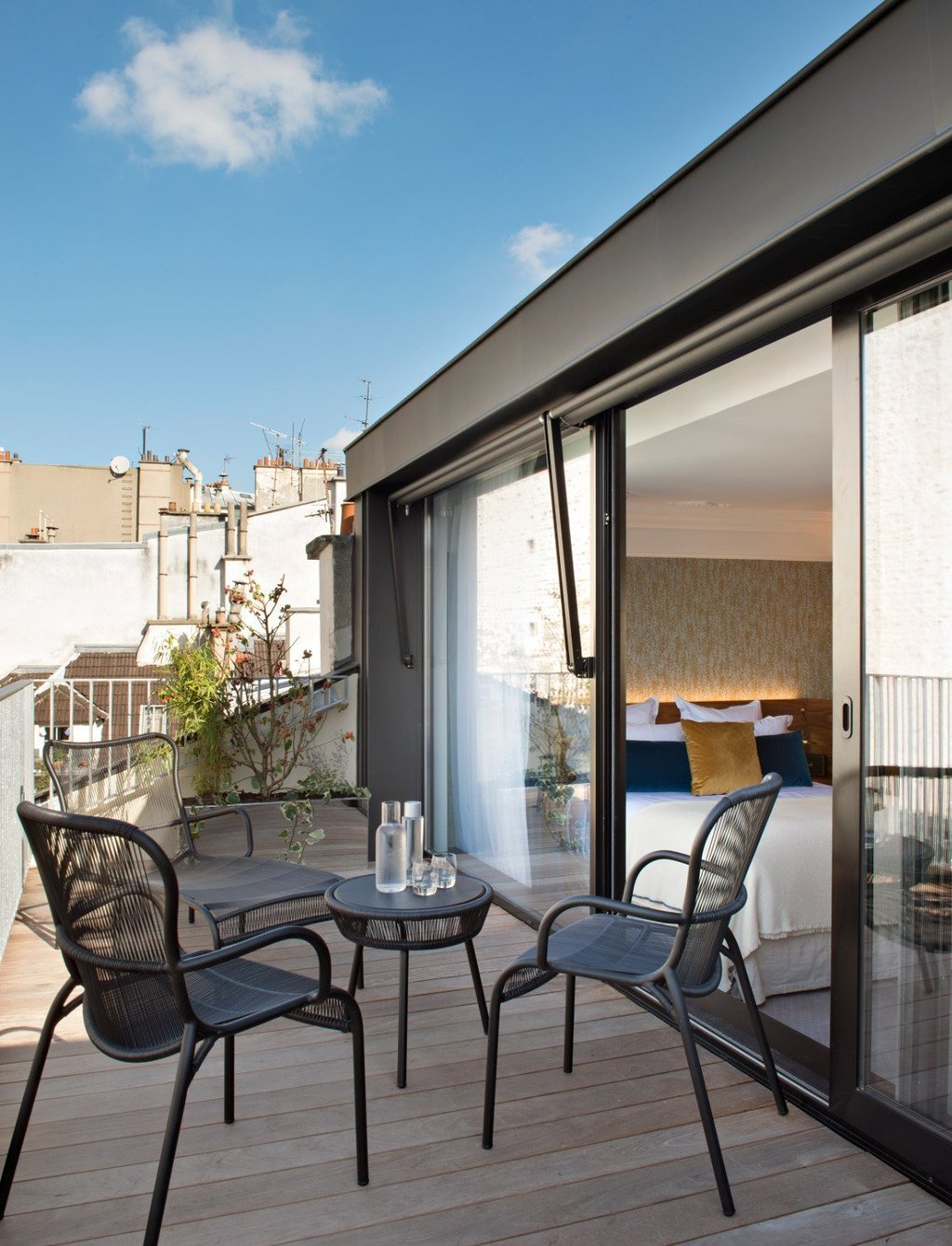 Outdoor and Small Patio, Porch, Deck  Hôtel Parister