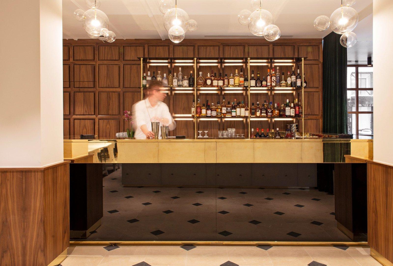 Dining Room, Pendant Lighting, and Bar  Hôtel Parister