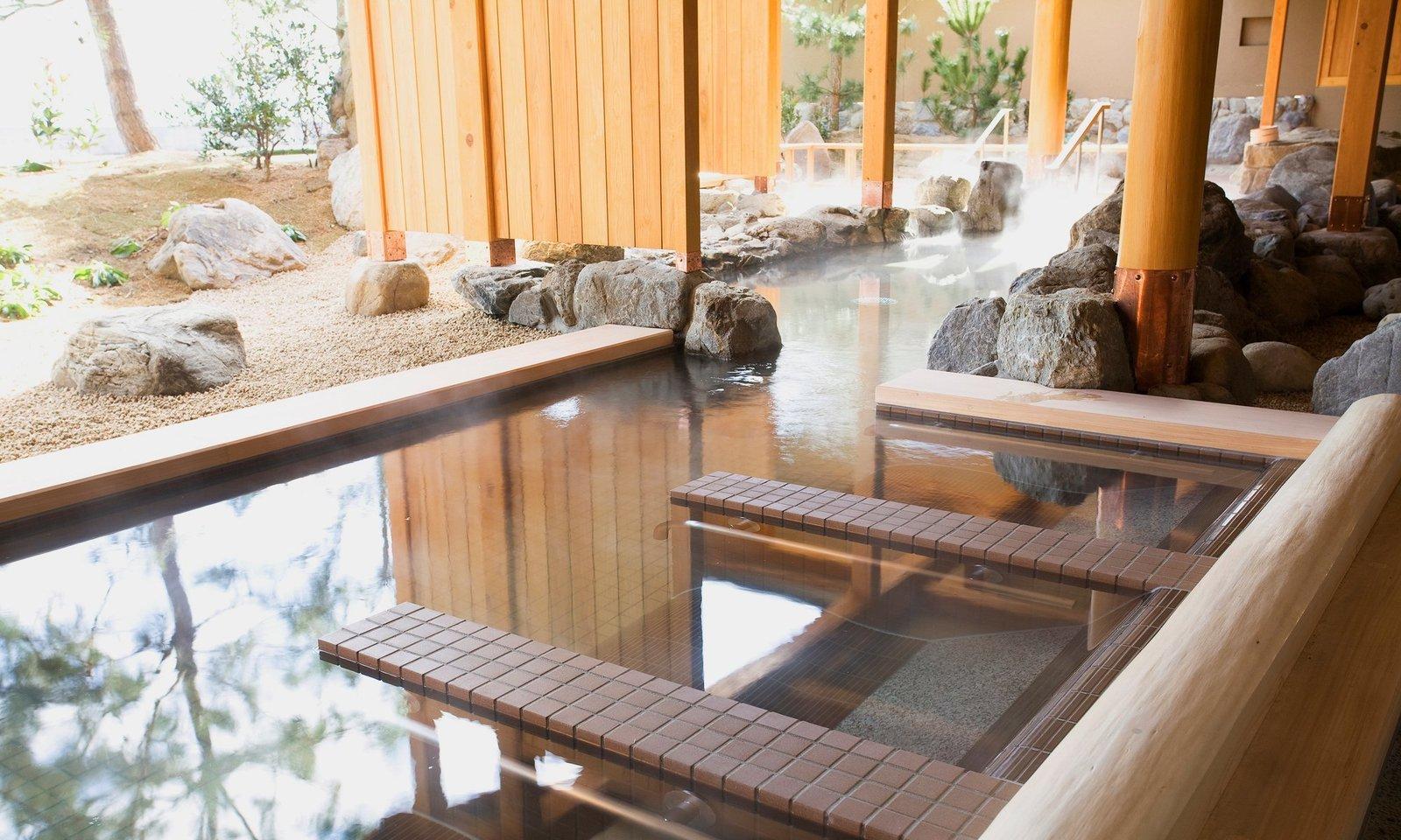 Outdoor and Large Pools, Tubs, Shower  Villa Rakuen