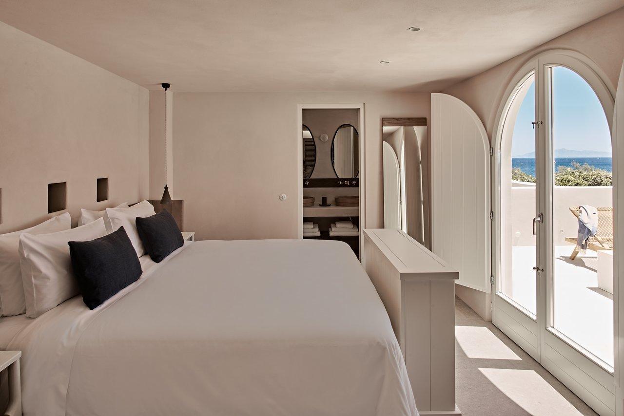 Bedroom, Night Stands, Bed, Recessed Lighting, and Pendant Lighting  Istoria Hotel