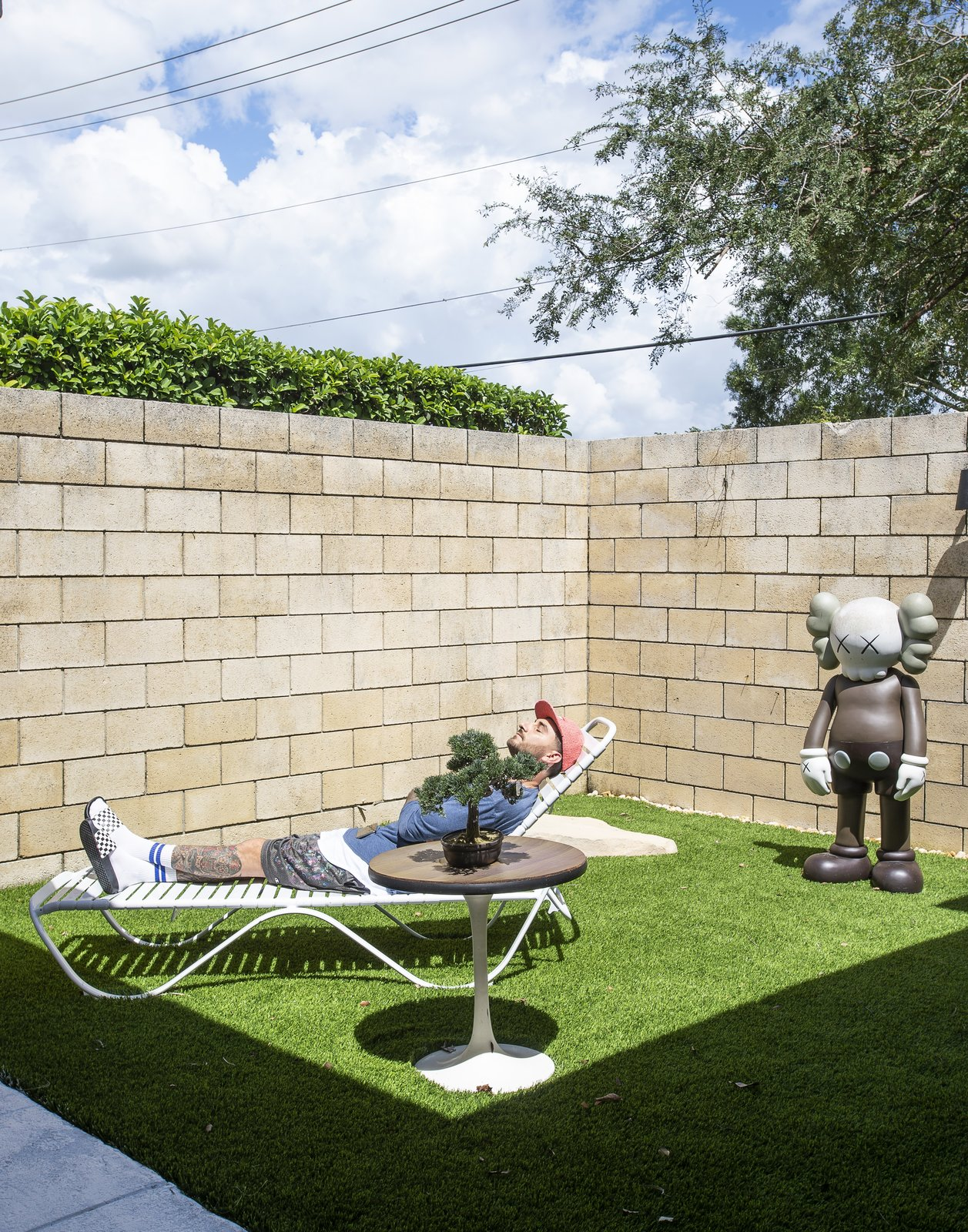 Outdoor, Grass, and Back Yard  The Ellison House from Pop Art, Street Art, and Space-Age Furniture Collide at a Painter's Midcentury Ranch Home in Florida