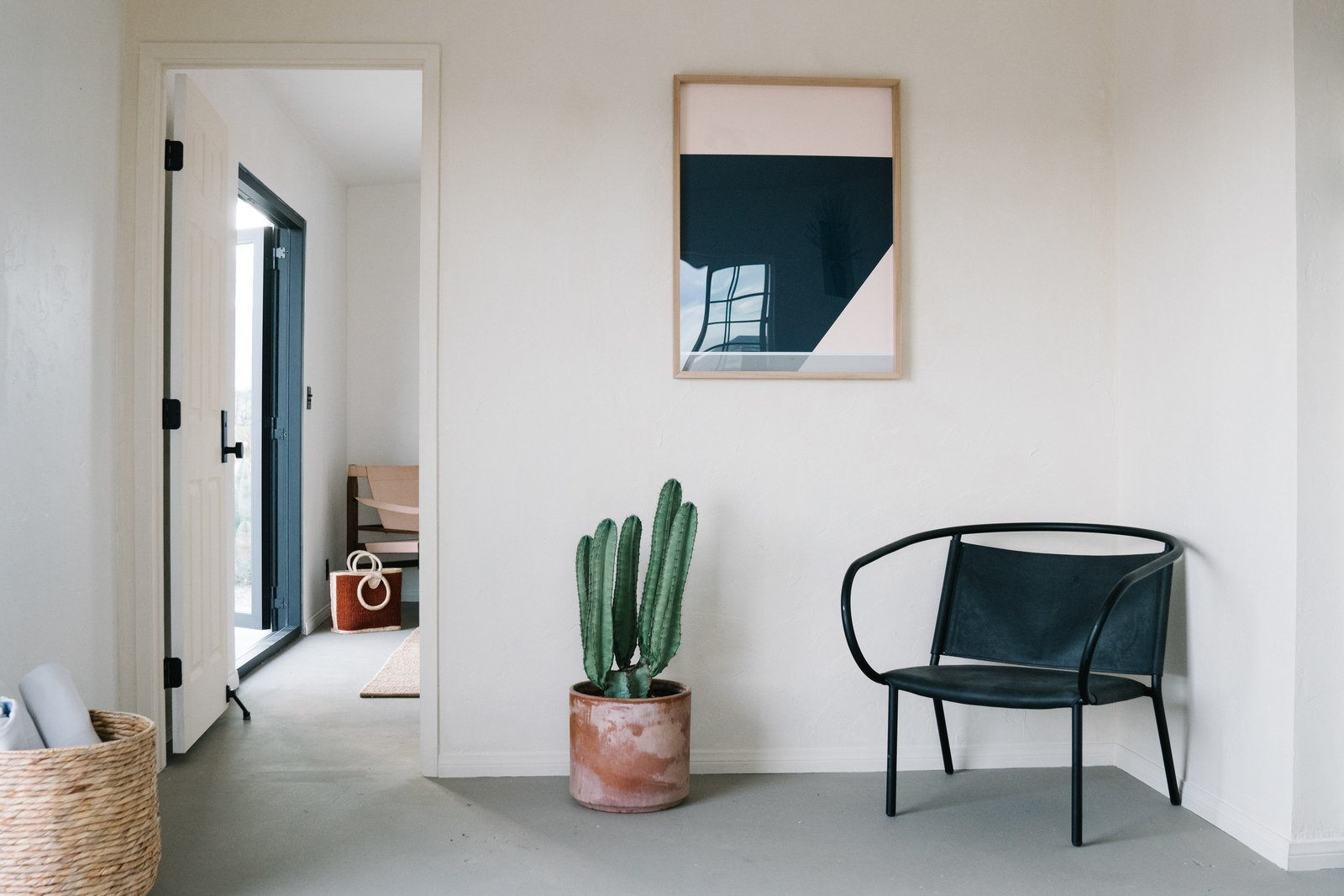 Living Room, Concrete Floor, and Chair  Casa Mami