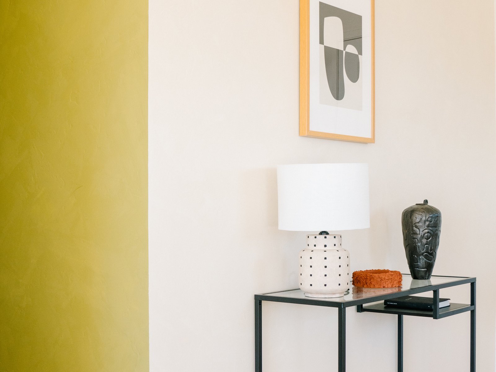 Living Room, Console Tables, and Table Lighting  Casa Mami