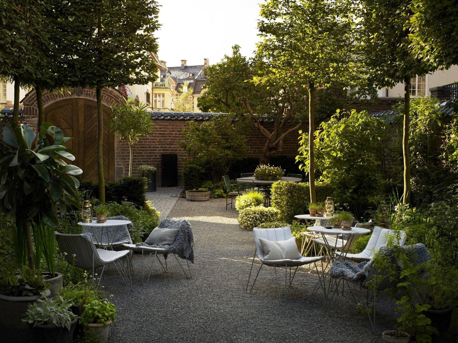 Outdoor, Shrubs, Walkways, Gardens, Garden, and Trees  Best Photos from Ett Hem