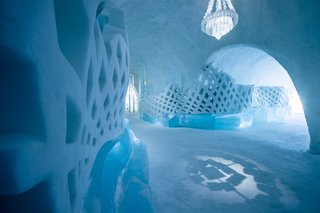 The Icehotel's main hallway.