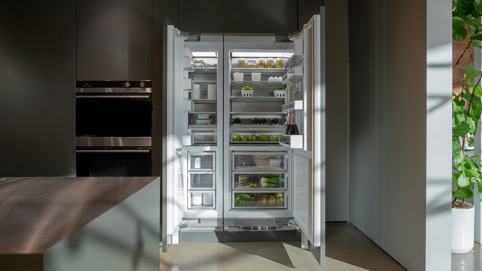 This Sleek Smart Fridge Is Revolutionizing Food Storage