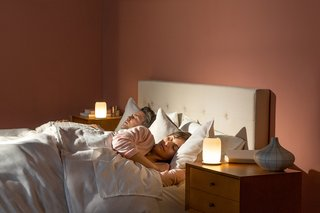 The lamp gradually brightens to wake you up in the morning.