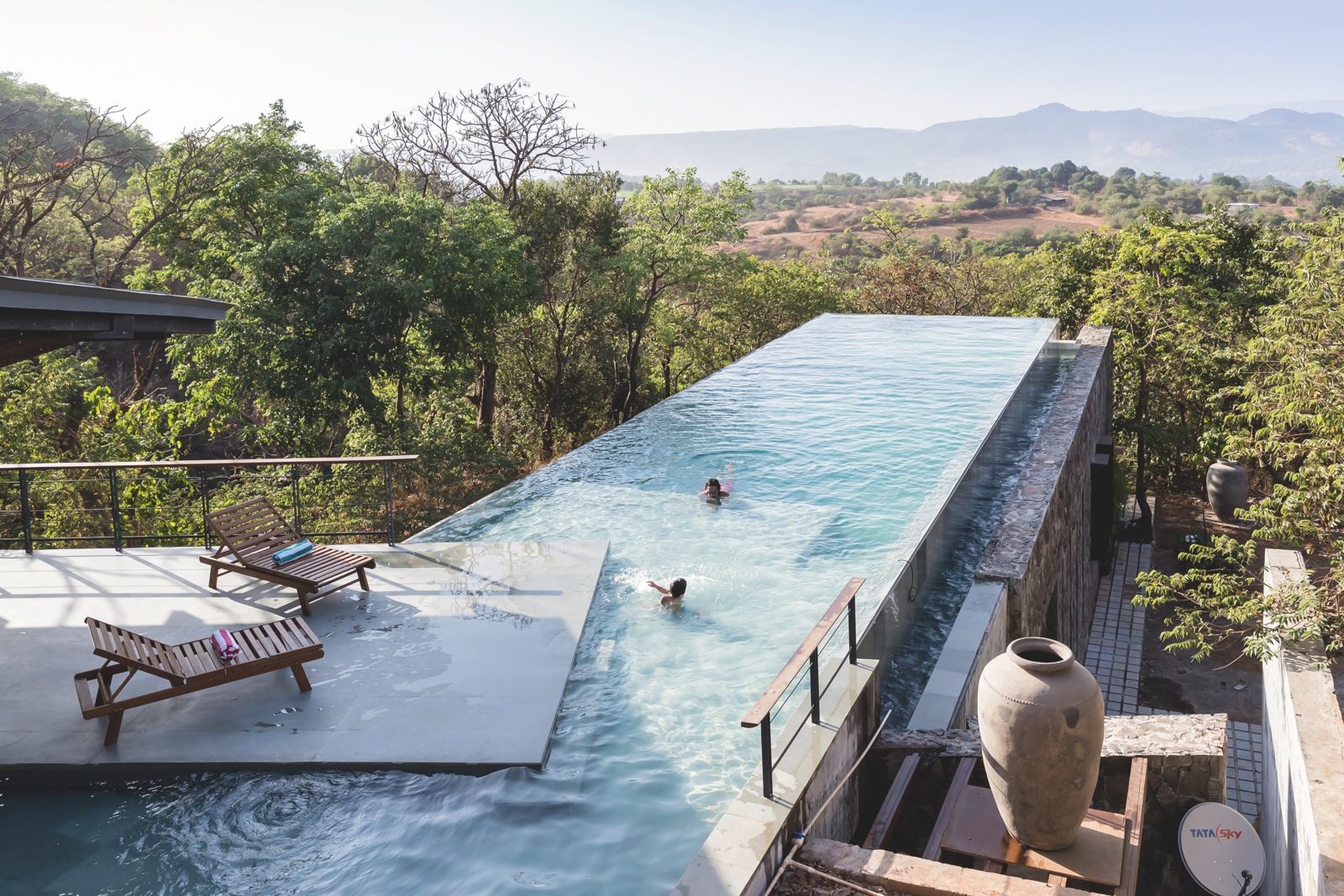 A Staggering Retreat in Western India Follows the Contours of Hills and Forest