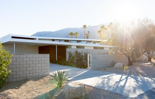 Step Inside Palm Springs' Latest Indoor/Outdoor Prefab Home