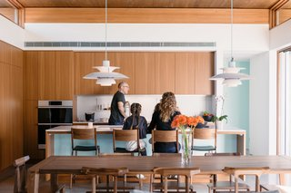 A Luminous Palm Springs Kitchen Fosters Easy Indoor/Outdoor Living