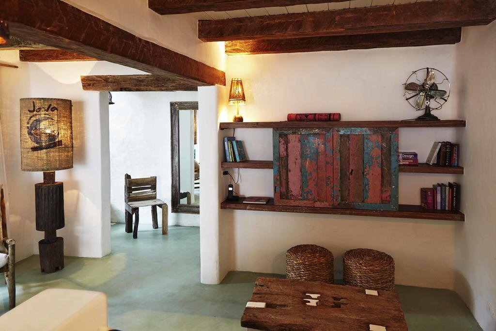 Living Room, Shelves, Floor Lighting, and Table Lighting  UXUA Casa Hotel & Spa