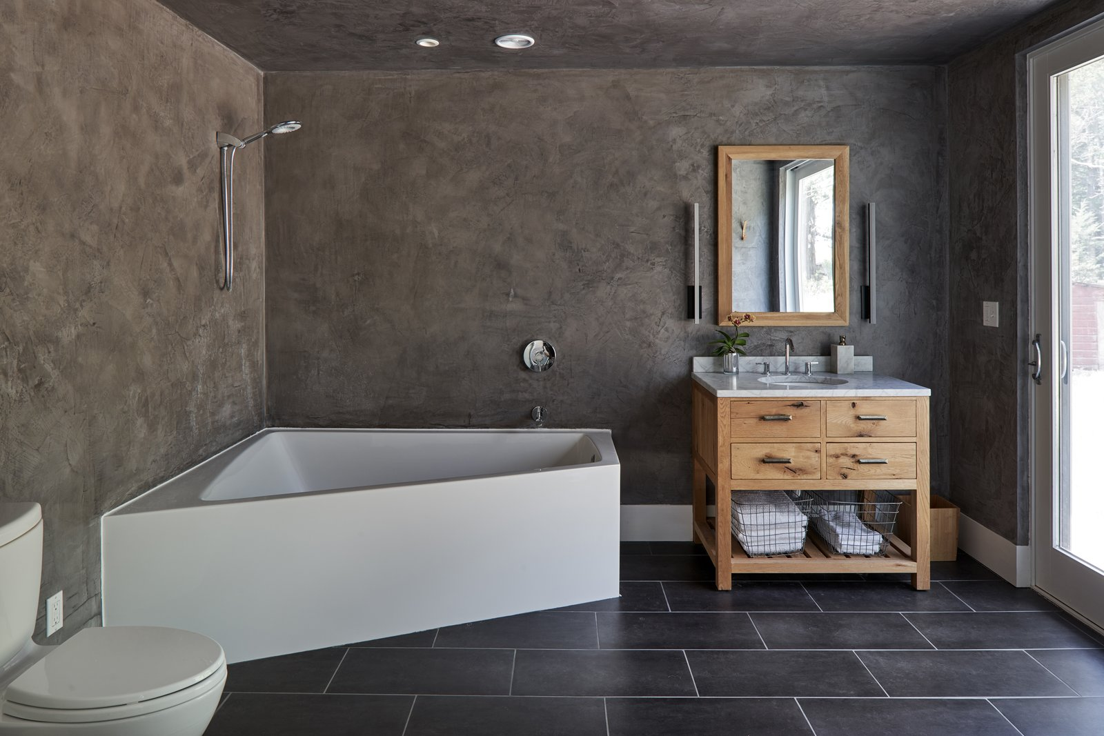Bath, Undermount, and Alcove  Bath Undermount Alcove Photos from A Limestone Cottage in Kansas Is Reborn With a Corrugated Steel Addition