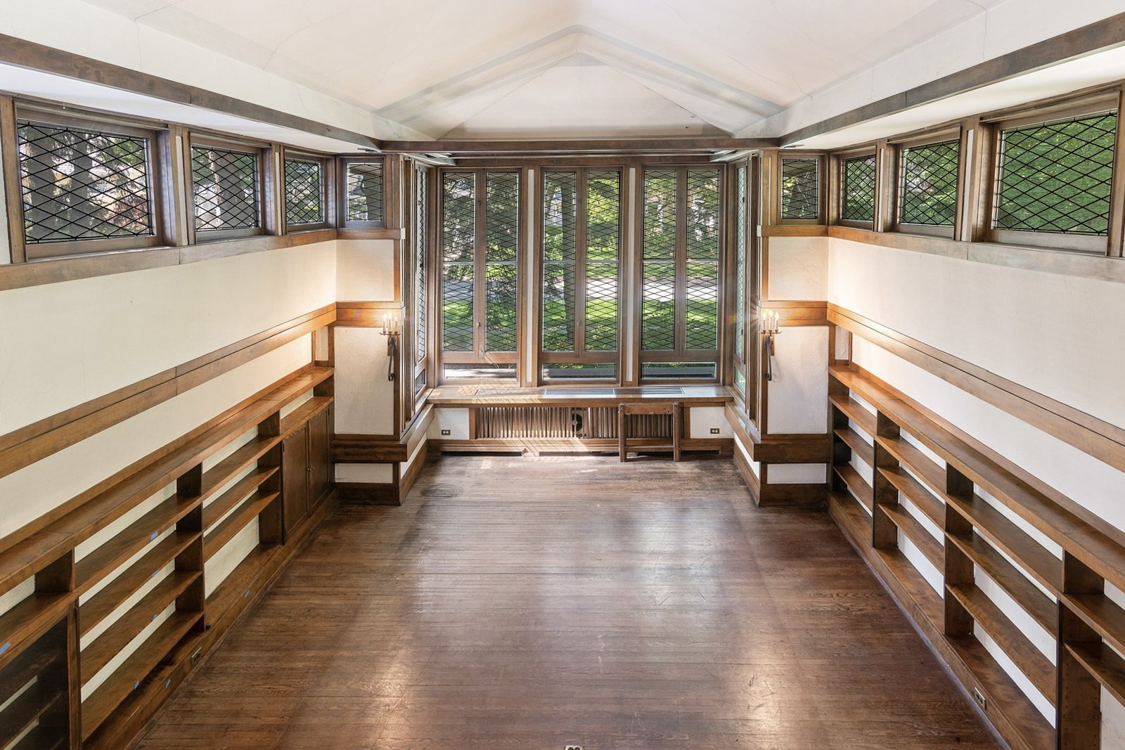 Photo 1 of 14 in This Rare 1909 Frank Lloyd Wright Home With a Cathedral-Like Living Room Asks $900K