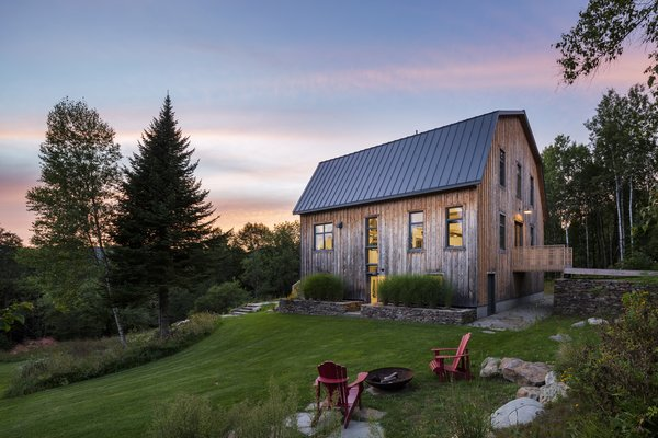The Dramatic Transformation of This 100-Year-Old Barn Leads a Couple to Reconsider its Use