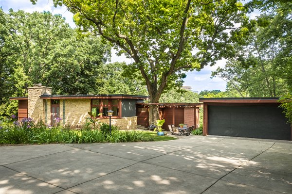 A 1936 Frank Lloyd Wright-Inspired Home in Madison, Wisconsin, Seeks $900K