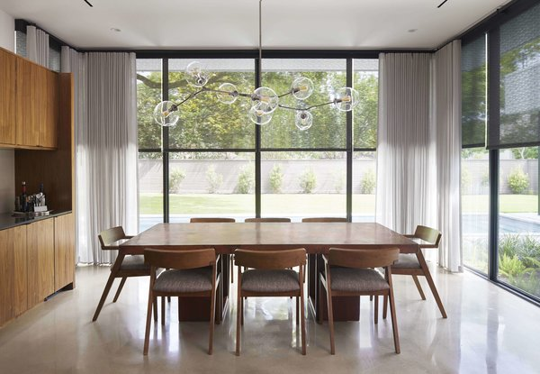 Modern Shades and Draperies Integrate Seamlessly Into a Houston Renovation