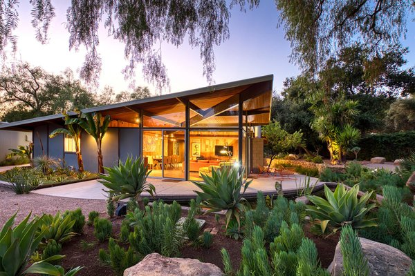 This Midcentury Home in Ojai Soars Toward the Sky and the Surrounding Mountains