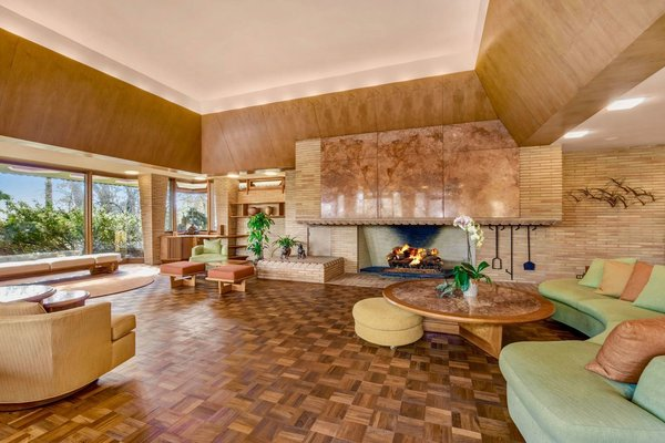 "The Frank Lloyd Wright–Inspired Home in ""Mrs. Maisel"" Is a Stunner—and it's for Sale"