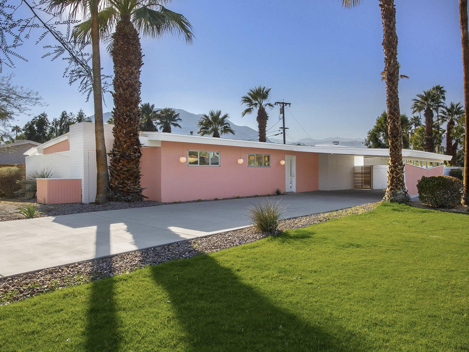 A Darling Midcentury Looker in Palm Desert Lists for $600K