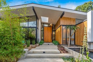 A Revamped Midcentury in L.A. Exemplifies Sunny California Living for $3.6M