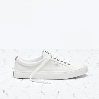 Cariuma OCA Low in White Canvas