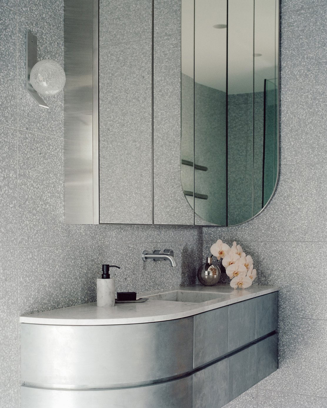 Bath Room, Marble Counter, Accent Lighting, Undermount Sink, Stone Tile Wall, and Wall Lighting  Photo 14 of 16 in A Revamped Terrace House in Sydney Is an Audiophile's Dream