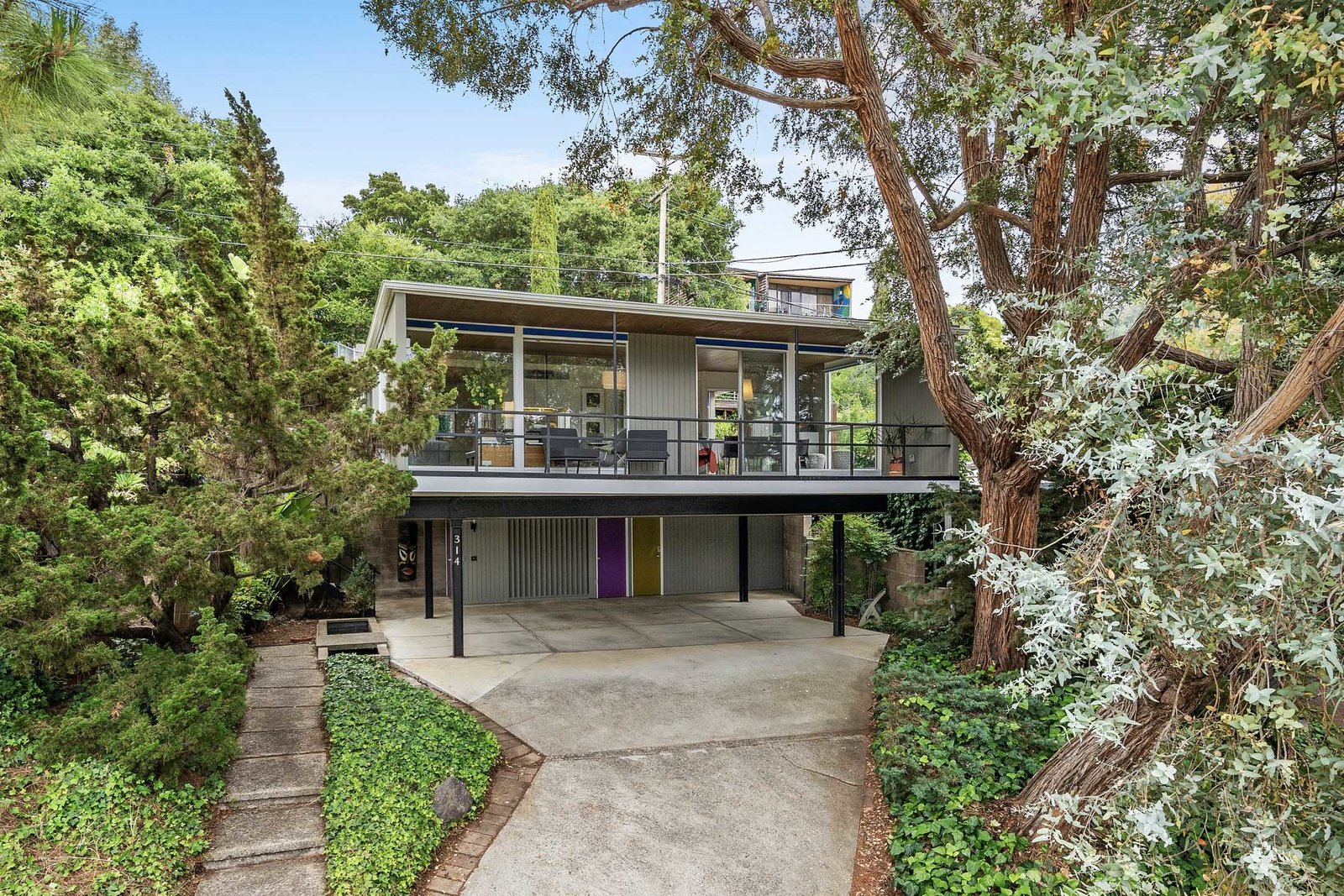 Photo 1 of 12 in A Case Study–Style Home in San Luis Obispo Lists for $870K