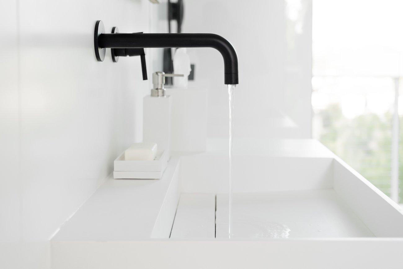 Hollywood Prefab Guesthouse  bathroom fixtures